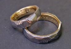 Mokume-Gane Ring / Damast Ring: 2 Trauringe mit 585er Goldring